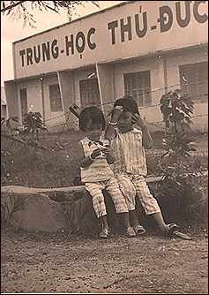 Luu Thuy Huong and sister - March 1970