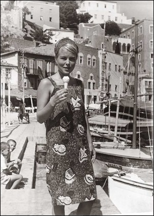 marianne-ihlen-at-the-port-of-hydra-1962-two-years-after-s