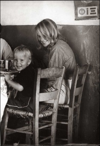 marianne-ihlen-with-her-son-axel-joachim-in-grafos-taverna