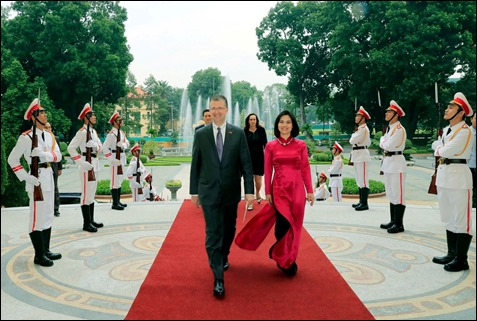US ambassador to VN & wife