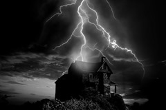 Solitary-Home-Thunderstorm-Flash-Storm-Weather-2610774